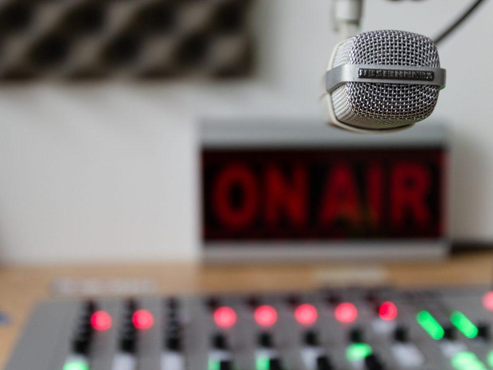 glos radiowy
